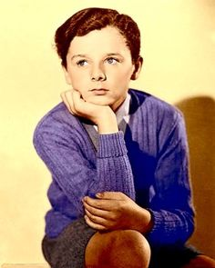 Freddie Bartholomew, was an English-American child actor. One of the most famous child actors of all time, he became very popular in Hollywood films. Old Hollywood Stars, Hollywood Icons, Hollywood Actor, Golden Age Of Hollywood, Classic Hollywood, Old Movie Stars, Classic Movie Stars, Classic Movies, Famous Child Actors
