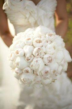 white wedding cake with white peonies | white peonies