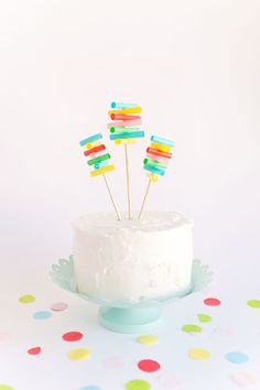 These fun and easy diy drinking straw cake toppers are fun and easy to make! And straws on cakes are always a good idea. Diy Cake Topper, Birthday Cake Toppers, Diy Straw, Straw Crafts, Cheap Party Decorations, Birthday Decorations, Cricut Cake, Sugar Dough, Cake Bunting