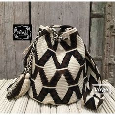 Best 12 No photo description available – Page 294211788155118233 – SkillOfKing. Tapestry Bag, Tapestry Crochet, Trendy Accessories, Crochet Accessories, Mochila Crochet, Crochet Sandals, Jute Bags, Fabric Strips, Brown Bags