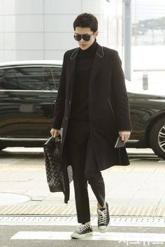 Sehun exo airport fashion Exo Chen, Exo Chanyeol, Sehun Hot, Kpop Fashion, Korean Fashion, Airport Fashion, Kim Minseok, Men Street, Korean Celebrities