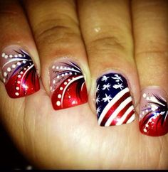 July is coming, and the best way to celebrate Independence Day is the Star and Spangle Flag nail art. Use these interesting nail designs to show your inner patriotism. American fashionistas are preparing various nail art ideas to celebrate their Nail Art Designs 2016, Holiday Nail Designs, Holiday Nail Art, Fingernail Designs, Toe Nail Designs, July 4th Nails Designs, Fancy Nails, Pretty Nails, Blue Nails