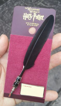 Wizarding World of Harry Potter Trading Pin Set - Umbridge Quill Not Tell Lies (Just when I thought I had all the collectible pins) Bijoux Harry Potter, Cadeau Harry Potter, Harry Potter Schmuck, Objet Harry Potter, Estilo Harry Potter, Mundo Harry Potter, Harry Potter Bedroom, Harry Potter Pin, Harry Potter Decor