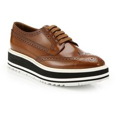 Prada Platform Leather Wingtip Brogues (593.600 CLP) ❤ liked on Polyvore featuring shoes, oxfords, flats, prada, zapatos, grey flats, platform oxfords, leather lace up flats, leather oxfords and laced up flats