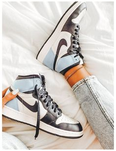 Dr Shoes, Nike Air Shoes, Hype Shoes, Jordan Shoes Girls, Girls Shoes, Nike Jordan Shoes, Jordan Tenis, Air Jordan Sneakers, Jordan Outfits