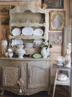 Vaisselier de charme ▇  #Vintage #Home #Decor  via - Christina Khandan  on IrvineHomeBlog - Irvine, California ༺ ℭƘ ༻