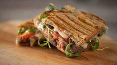 Recettes - Signé M - TVA - Grilled cheese au jambon et aux dattes