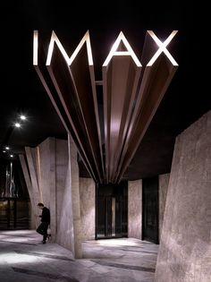 one-plus-partnership-meteor-cinema-guangzhou-china-designboom-02