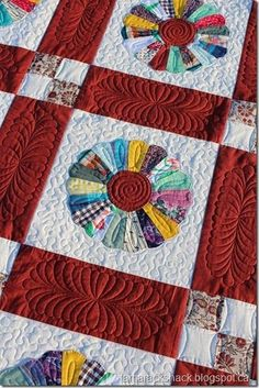 Vintage Dresden Plate Quilt | Tamarack Shack | Bloglovin' Dresden Plate Quilts, Thing 1, Hexagon Quilt, English Paper Piecing, Barn Quilts, Quilting Designs, Quilt Blocks, Shapes, Blanket