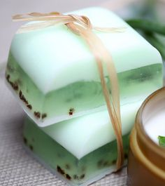 DIY Aloe Vera Soap: A Step By Step Guide To Make Soap At Home Have you ever experienced the rejuvenating and healing effects of Aloe Vera soaps? Almost every part of this awesome plant comes packed with benefits. Here are 2 simple ways Handmade Soap Recipes, Soap Making Recipes, Handmade Soaps, Diy Soaps, Soap Melt And Pour, Face Soap, Natural Kitchen, Soap Base, Glycerin Soap