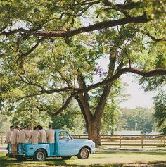 A Vintage inspired, elegant Wedding and Event Venue located In Kentwood, Louisiana.