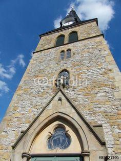 Eingangsportal des Kirchturms der Bartholomäuskirche in Bielefeld-Brackwede in Ostwestfalen-Lippe