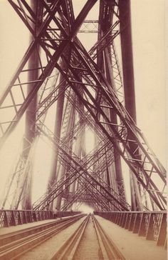 The Forth Bridge - Apparently just north of Edinburgh. This shot is incredible. The metal structure of the bridge has such an amazing and intricate presence. A perfect industrial photographic work. Ing Civil, Art Quotidien, Pont Paris, Love Bridge, The Forth, Industrial Photography, Metal Structure, Monochrom, Jolie Photo