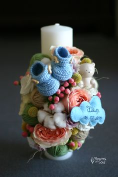 Lumânare de botez personalizată cu norișor și botoșei realizați manual – Flowers of Soul Candels, Christmas Ornaments, Candle Decorations, Holiday Decor, Wedding, Home Decor, Baby, Candles, Christening