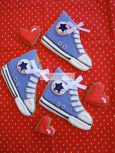 Boy Baby Shower decorated sugar cookies - Chuck Taylors Converse sneakers.  Galletas decoradas.