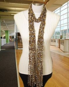 pretty fashionable low cost scarf to make as gifts for your friends...free pattern !