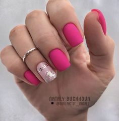 Square nails are the basic shape of classical French nails. This shape of nails is straight on both sides, sharp edges, suitable for more powerful women. Square nails are suitable for nails with longer nails and larger nail beds. They can narrow the Neon Pink Nails, Pink Acrylic Nails, Matte Nails, Acrylic Nail Designs, Love Nails, Nail Art Designs, Classy Nails, Stylish Nails, Trendy Nails
