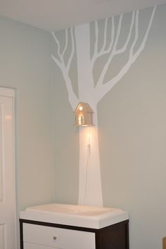 (via Chambre d'enfant / PeekaBoo Modern Birdhouse Lamp for Baby by moderntreetopbaby)