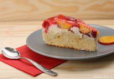 Strawberry and peach cake with gelatin on grey plate Grey Plates, Peach Cake, Gelatin, Cheesecake, Strawberry, Banana, Desserts, Food, Peach Cobbler Cake