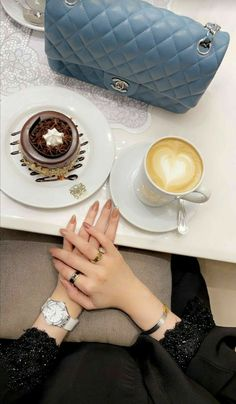 Latest Nail Designs, Cool Nail Designs, Hand Pictures, Cool Girl Pictures, Stylish Nails, Trendy Nails, Girls Hub, Cute Black Wallpaper, Girl Hand Pic