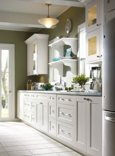 More ideas below: Modern Traditional Kitchen Design Ideas Small Traditional Kitchen Cabinets Rustic Traditional Kitchen Backsplash Remodel White Traditional Kitchen Table Decor Classic Warm Traditional Kitchen Olive Green Kitchen, Green Kitchen Walls, Olive Green Walls, Kitchen Colors, Kitchen Flooring, Kitchen Furniture, Kitchen Decor, Kitchen Design, Furniture Ideas