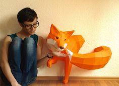 *Ein verschmitzter Fuchs in leuchtendem Orange möchte um Deine Wände streichen!*  Diese Fuchs-Skulptur zum selber bauen besteht aus zwei Elementen: Dem Körper und dem Schwanz.  Eine...