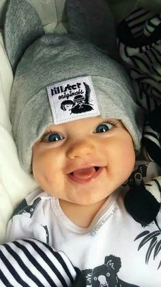 New baby face expression kids Ideas Baby Kostüm, Cute Baby Boy, Cute Little Baby, Baby Kind, Cute Baby Clothes, Little Babies, Cute Kids, Chubby Babies, Mama Baby