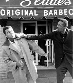 photo of Muhammad Ali posted outside of in Boston, MA w/ Bill Russell (Rest In Paradise) Alter Ego, Muhammad Ali Boxing, Bill Russell, Boxing History, Float Like A Butterfly, Legends And Myths, Ali Quotes, Sport Icon, Black History Facts