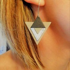 Triangle earrings in black leather, gray, silver, handmade jewelry, … - Jewelry Diy Leather Earrings, Diy Earrings, Leather Jewelry, Earrings Handmade, Handmade Jewelry, Black Earrings, Silver Jewelry, Triangle Earrings, Leather Flowers