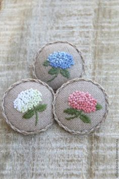 Wonderful Ribbon Embroidery Flowers by Hand Ideas. Enchanting Ribbon Embroidery Flowers by Hand Ideas. French Knot Embroidery, Hand Embroidery Stitches, Silk Ribbon Embroidery, Crewel Embroidery, Cross Stitch Embroidery, Simple Embroidery, Hand Stitching, Russian Embroidery, Chinese Embroidery