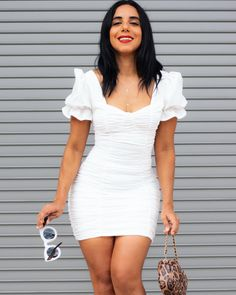 An Escencial for all Fashionista in 2020. Insta: @zilmyvazquez Women Empowerment, Blog, White Dress, Fashion Looks, Bodycon Dress, Dresses With Sleeves, Beauty, Body Con, Gowns With Sleeves