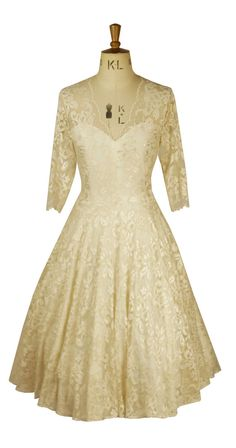 Baylis & Knight Cafe Latte Cream Nude Lace CIRCLE Low Cut Sweetheart Wedding Dress 3/4 Sleeve Retro Princess Kate Middleton Ball Gown 50's