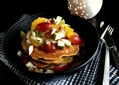 Morgenmadspandekager med gulerødder og havregryn er en superlækker måde at starte dagen på - fordi pandekager ikke behøver være usunde og fyldt med sukker.