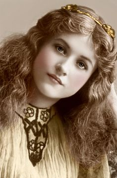 "maudelynn:  "" Stunning portrait of stage beauty Maude Fealy  """