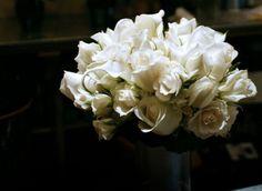 Магия белых роз: кому их сто…