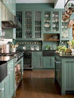 ~the colour of this cabinetry~ 23 lovely country kitchens 23 ljuvliga lantkök (älskar du lantkök älskar du det här) - Sköna hem