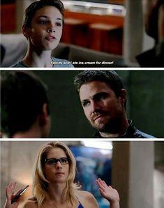 Arrow Felicity and Oliver are great parents Arrow Felicity, Arrow Cw, Team Arrow, Felicity Smoak, Arrow Funny, Arrow Memes, Superhero Shows, Superhero Memes, Arrow Tv Series