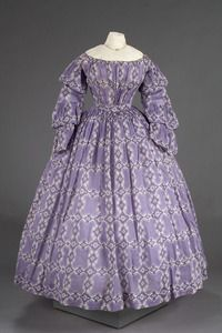 ca 1850 - Bodice - Purple cotton with white and purple paisley print; off the shoulder neckline; long sleeves with three ruffled tiers; gathered at waist; new waistband of white linen tape Victorian Gown, Victorian Fashion, Vintage Fashion, Old Dresses, Cotton Dresses, Vintage Gowns, Vintage Outfits, Historical Clothing, Historical Society