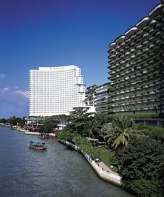 Located along the Chao Phraya River, Shangri-La Hotel Bangkok features a Fitness Center and the multi-awarded CHI, The Spa at Shangri-La. Among its 10 dining options is an award-winning restaurant. Best Hotel Deals, Best Hotels, Shangri La Hotel Bangkok, Peninsula Bangkok, Bangkok Travel, Bangkok Thailand, Best Travel Sites, Riverside Hotel, Thailand Photos