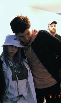 Billie with a fan Billie Eilish, Shawn And Camila, Her Music, Queen, Pretty People, Girl Crushes, My Idol, Fangirl, Boyfriend