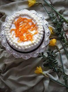 Tort marchewkowy przełożony marmoladą