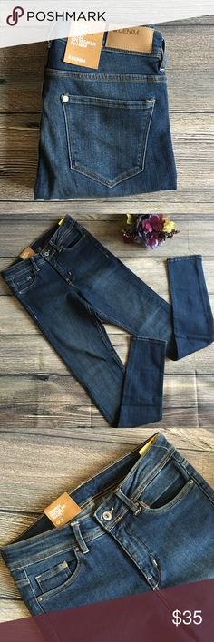 NWT H&M Skinny Regular Waist jeans 27x32 New with tags from H&M, Skinny jeans with regular waist, 27 x 32, 70% cotton, 28% polyester, 2% elastane for comfort and stretch. Five pocket styling, button and zip fly, medium to dark wash. (A1) offers warmly welcomed. H&M Jeans Skinny