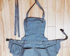 Sage Green Canvas Bionic Apron with Cargo Pockets Woman @ Work How To Make Shorts, How To Wear, Work Belt, Crochet Motif Patterns, Black Apron, Work Aprons, Waist Apron, Custom Aprons, Fabric Jewelry