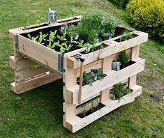 Garten hochbeet Palettenhochbeet selber bauen A Look At Carpets Carpets are one of the most romantic Pallets Garden, Wood Pallets, Wood Pallet Planters, Herb Garden Pallet, Pallet Gardening, Pallet Benches, Pallet Tables, 1001 Pallets, Recycled Pallets