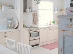 Home Interior Scandinavian Shabby chic / Vintage kitchen.Home Interior Scandinavian Shabby chic / Vintage kitchen Sweet Home, Cozinha Shabby Chic, Deco Pastel, Pastel Pink, Rustic White, White Wood, White Beams, White White, Country Kitchen