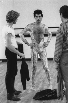 Singer Freddie Mercury - of British rock band Queen attends a ballet class in Covent Garden, London, October (Photo by Colin Davey/Evening Standard/Getty Images) Queen Freddie Mercury, Brian May, Rami Malek, John Deacon, Janis Joplin, Covent Garden, Adam Lambert, Rock Bands, Freedy Mercury