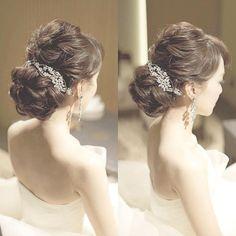* * * 美しさにうっとり #エレガント な #ブライダルヘア ✨ * * こちらのお写真は #ブライダルヘアメイク アーティスト の @misaco_1130 さんからリグラムさせていただきましたありがとうございました✨ * * 大人可愛いく、エレガントな #ヘアスタイル * アップスタイルにキラキラで大ぶりな #イヤリング ✨そして #ヘッドドレス ✨それぞれのアイテムが引き立っていておしゃれですよね✨ * 多くの花嫁さんは #挙式 の際に #アップスタイル を選ばれると思うので、こういった シンプルでありながらもおしゃれなヘアスタイルはとても参考になりますよね * カチューシャや #ボンネ などの #アクセサリー をあえて後ろ側に付けるスタイルは、ドレスやヘアスタイルがより一層引き立つので #大人花嫁 さんにもおすすめです * * misaco_1130さんのページには他にもおしゃれなヘアスタイルがたくさんなので気になった方はぜひチェックしてみてくださいね♩✨ * * ……………………………………………… ❤️WeddingNewsと...