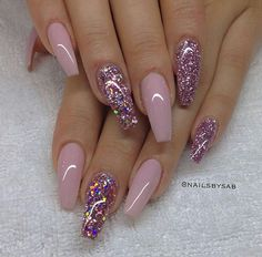 Nail art rose paillettes