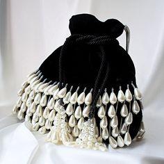 Beaded Clutch, Beaded Bags, Black Velvet, Mochila Hippie, Potli Bags, Diy Handbag, Boho Bags, Bridal Jewelry Sets, Handmade Bags
