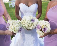 You can't go wrong with this classic bouquet flower combo!  Photography: #TrueLovePhotography White Hydrangea Bouquet, Hydrangea Colors, Green Hydrangea, Hydrangea Flower, Romantic Wedding Flowers, Diy Wedding Bouquet, Wonderful Flowers, Flower Spray, Flower Lights
